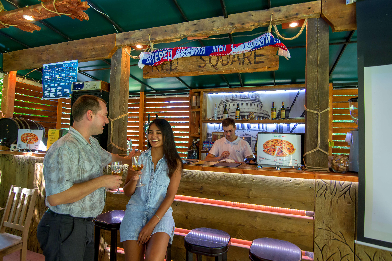 В отеле бесплатно: Летний бар-пиццерия